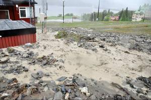 Vattenmassorna tog alla vägar de kunde finna ner mot Åresjön. Här vid Olympia och störtloppsbacken.