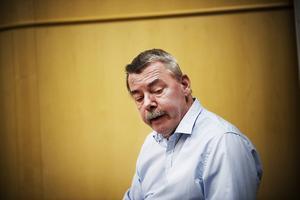 Leif Lindholm och andra politiker har lyssnat på protesterna i Husum och satsar en halv miljon på en ny utredning.