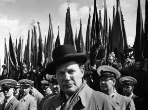 Harry Martinson var talare vid Första majfirande på Gärdet 1958.