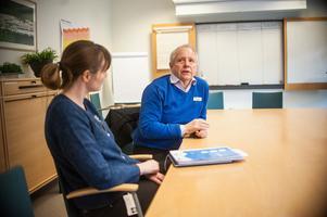Ulrika Kårhammar och Gunnar Brodd är kritiska mot att neuropsykiatriska mottagningen inom BUP stänger.