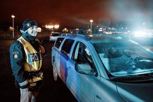 Hasan Mourtada höll koll på en bil med arga bilister under övningen på Nerikes Brandstation.