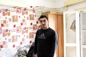 Mehmet Cakici fängslades och sattes på förvaret Menoyia detention center direkt efter att de svenska poliserna lämnat honom på polisstationen på Larnacas flygplats. Efter drygt en månad släpptes han fri. Nu har han ingenting. Inga pengar, inget jobb och snart ingenstans att bo.
