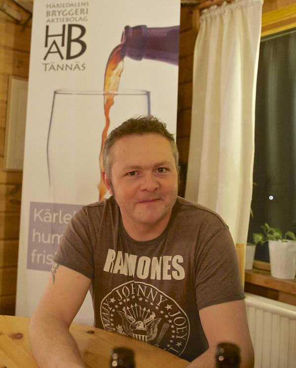 Sedan jag började brygga själv har min smak för öl ändrats. Det jag tyckte var gott förut är inte gott i dag, konstaterar Henrik Bergström. Nu duger bara det egna ölet.