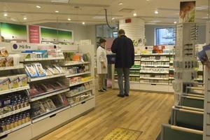 Omkring 200 apotek i landet kommer att säljas till småföretagare om den planerade avregleringen blir av.