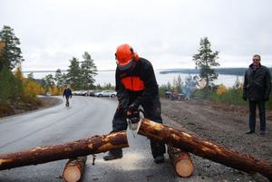 Sven-Åke Thoresen, styrelseordförande i Hudiksvalls kommun hjälpte till att inviga vägen.