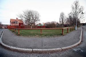 Den lilla parken på Bondegatan där Falu kommun vill bygga bostäder.