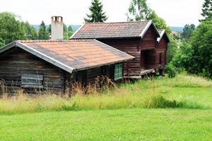 Här låg förr gamla gården Sjols (Shols) som gick ett dystert öde till mötes på 1930-talet. Dessa byggnader är ditflyttade.