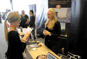 Louise Mackegård, hotellchef på Copperhill, fick ta emot många ansökningar för säsongsjobb. Sofia Samuelsson från Örnsköldsvik var en av alla intresserade.