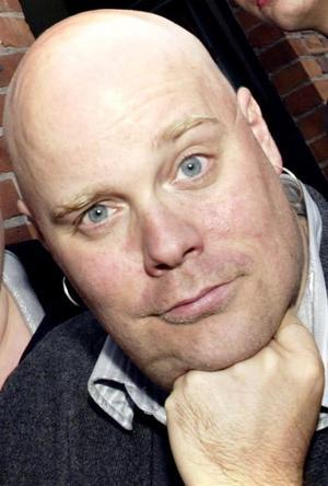 Niklas Folkegård har bland annat gjort sig känd för att sluka sparkmedar.