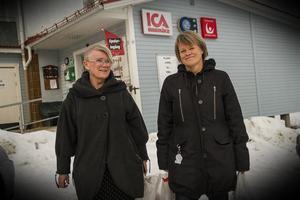 Yvonne Oscarsson och Ulla Andersson besökte Los lanthandel under onsdagen.