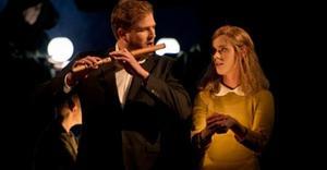 Daniel Johansson och Ida Falk Winland gör huvudrollerna i Operans Trollflöjten som kan ses på länk till Falun i kväll.Foto: Hans Nilsson