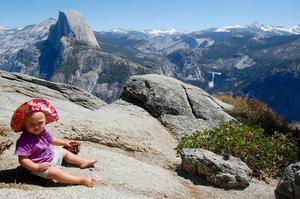 Sonja var bara ett år när föräldrarna for till Yosemite nationalpark i USA.  Det finns mycket att se.