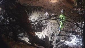 Vattenläckan upptäcktes av en förbipasserande bilist som slog larm vid 16-tiden på tisdagseftermiddagen.
