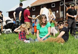 Det är tredje gången Toli Åkerlund, Anna-Carin Qvick och Andreas Krants går på kosläpp. Det har blivit en tradition.