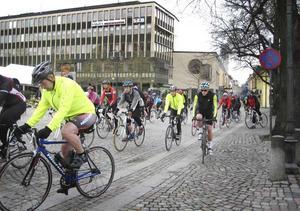 Start och mål. Cyklisterna utgick från Stora torget och återvände till Stora torget.