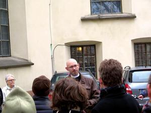Peter Stjerndorff berättar om sin föregångare Fontelius som vägrade predika mot häxor varpå hans fru skuldbelades med trolldom.