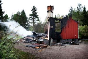Natten till den 13 september totalförstördes en obebodd villa belägen mellan Åsmansbo och Bommarsbo, intill Sätervägen, i en brand. När räddningstjänsten från Smedjebacken kom till platsen var villan bortom all räddning.