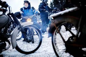 Hans Norin från Vikarbyn älskar mopeder och att skruva på dem. Det är första Nyårsvändan för honom.