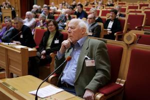 CH Hermansson under ett seminarium i 1:a kammarsalen i Riksdagshuset i december 2005 om hans bok