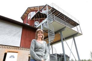Susanne och Kalle Runessons tornhus är ett udda Bed&breakfast mitt ute på landsbygden.