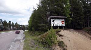 Kommer man från Tallåsenhållet in mot Ljusdal påminns man om flydda goda tider. Minnesmärket från Ljusdal World Cup år 2006 i oktober finns där.