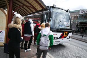 Kommunerna i länet och landstinget är ännu inte överens om hur kostnaderna för kollektivtrafiken ska fördelas.