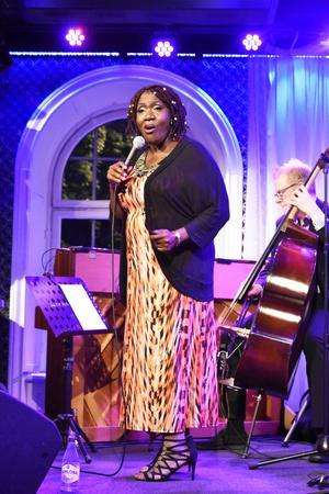 Jazzklubben fick långväga besök i form av amerikanskan Sharón Clark.