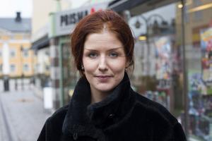 Emelie Almqvist, Härnösand:– Nej. Jag ska vara hemma med min son.
