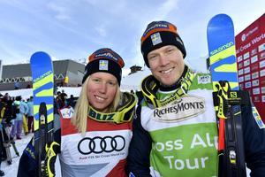 Sandra Näslund och Victor Öhling Norberg inledde med varsin trdje plats i premiären i skicross.