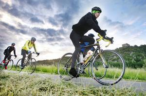 Det är tidig lördagsmorgon och några cyklister börjar närma sig Gränna.