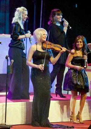 Deras show. Det var kvinnorna, som Linda Lampenius och Pernilla Wahlgren som verkligen ägde på Julkonserten 2008.