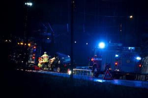 En manlig bilist omkom vid en frontalkrock med en buss utanför Kungälv vid halvsju-tiden på fredagsmorgonen.
