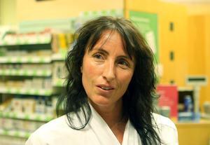 Katrine Frykberg ser fram emot att få en ny arbetsgivare på Apoteket Hjorten, som tas över av nya kedjan Apotek Hjärta.