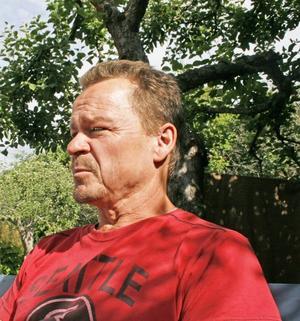 REHABILITERAD?  Jyrki Majlas har slitit ut ut kroppen efter 38 år på Ovako. Lars tvingas till socialen, Jyrki valde att återgå till jobbet, trots  förslitningsskadorna. Är det en framgång för regeringen?