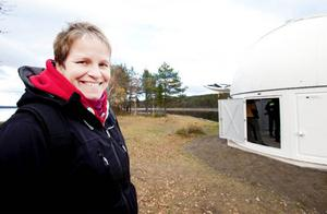 Madeleine Aaraas på Gäddedes turistbyrå håller tummarna för att observatoriet ska bli en turistmagnet.