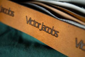 Ny designer på marknaden. Att få märka varje färdigt plagg med sitt eget namn är stort, menar Victor Jacobs.
