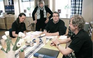 Kuggtekniks ledning och fackklubb har diskuterat åtgärder dagligen sedan slutet på förra året.Från vänster Katja Granberg, klubbordförande, Eva Möller, delägare, Pär Knutz, delägare och vd och Johan Ambjörn sekreterare i fackklubben.FOTO: MATS RÖNNBLA
