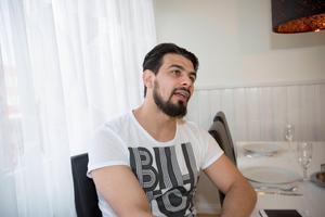 Raad al-Duhan, som driver Gävle ungdoms förening, blev tagen av Säpo samtidigt som hans pappa Abo Raad.