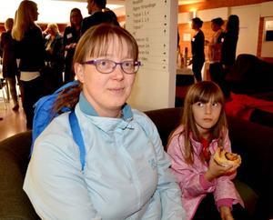 Britt Edvardsson och dottern Cecilia var nyfikna på hur tingsrätten fungerar och passade på att besöka öppen domstol.