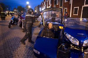 Sten Eriksson och Gerhard Flodin (i sidovagnen), Vattrång, åkte Honda Goldwing under kvällens tur.