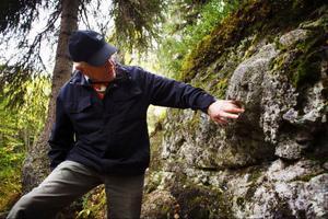 Hans Eriksson är en av två ansvariga för kraterstigen vid Locknesjön. Han bjöd på guidade turer under geologins dag.