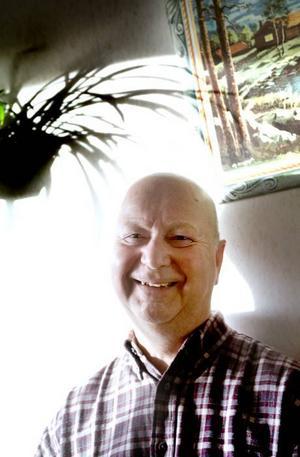 """Rätt man på rätT plats. Rune Lindgren, pensionerad truckförare på Korsnäs, har börjat jobba igen. Men bara när han själv vill. """"Jag blir rastlös om jag inte har nåt att göra"""" konstaterar Rune."""