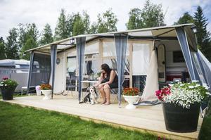 Anne-Lie Nyström från Bollnäs har stortrivts på campingen i Orbaden. Nu har hon rivit upp trallen och lämnat campingen för gott.