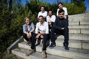 Frihetens choir består av Samer Aiyan, Mahmoud Jawish, Magid Kasem Alchar, Samer Khozam och Ahmad Jaalouk tillsammans med Hanna Mattebo. Läs om dem i e-tidningen!