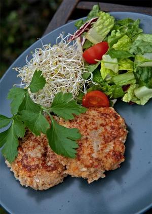 Krabbkakor. Kryddiga krabbkakor gjorda på fisk, krabba och ägg. Ytterst få kolhydrater om du äter dem utan ris, pasta eller potatis.