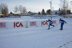 Matforsåkarna Jens Ejvinsson och Lukas Ejvinsson spurtade ikapp framför mållinjen.