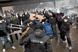 skrämmande. Tord Helgesson (MP) tycker att maskerade nazister som stör fredliga demonstrationer är värre än  ett samhälle med blandade kulturer. Arkivfoto: Hampus Andersson/TT