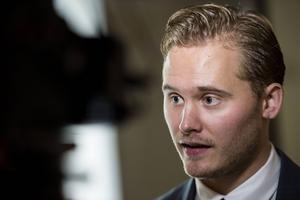 Sverigedemokraternas presschef Henrik Vinge utsattes på onsdagen för ett attentat av den vänsterextrema gruppen Antifascistisk Aktion.