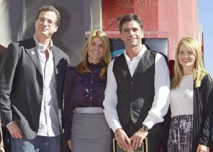 Bob Saget, Lori Laughlin, Candace Cameron och John Stamos.