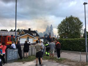 Larmet om branden inkom vid klockan 16.22 på tisdagen.
